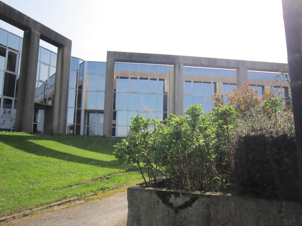 Immobilier a louer locati bureaux 299 m2 cabinet for Louer immobilier