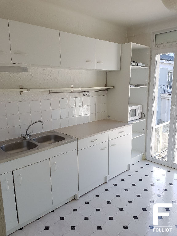 A LOUER GRAND APPARTEMENT DE TYPE F1  38m2 50000 SAINT LO 4/10