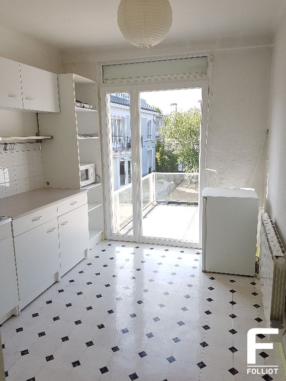 A LOUER GRAND APPARTEMENT DE TYPE F1  38m2 50000 SAINT LO 5/10