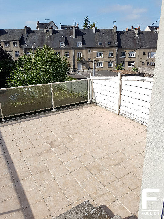 A LOUER GRAND APPARTEMENT DE TYPE F1  38m2 50000 SAINT LO 6/10
